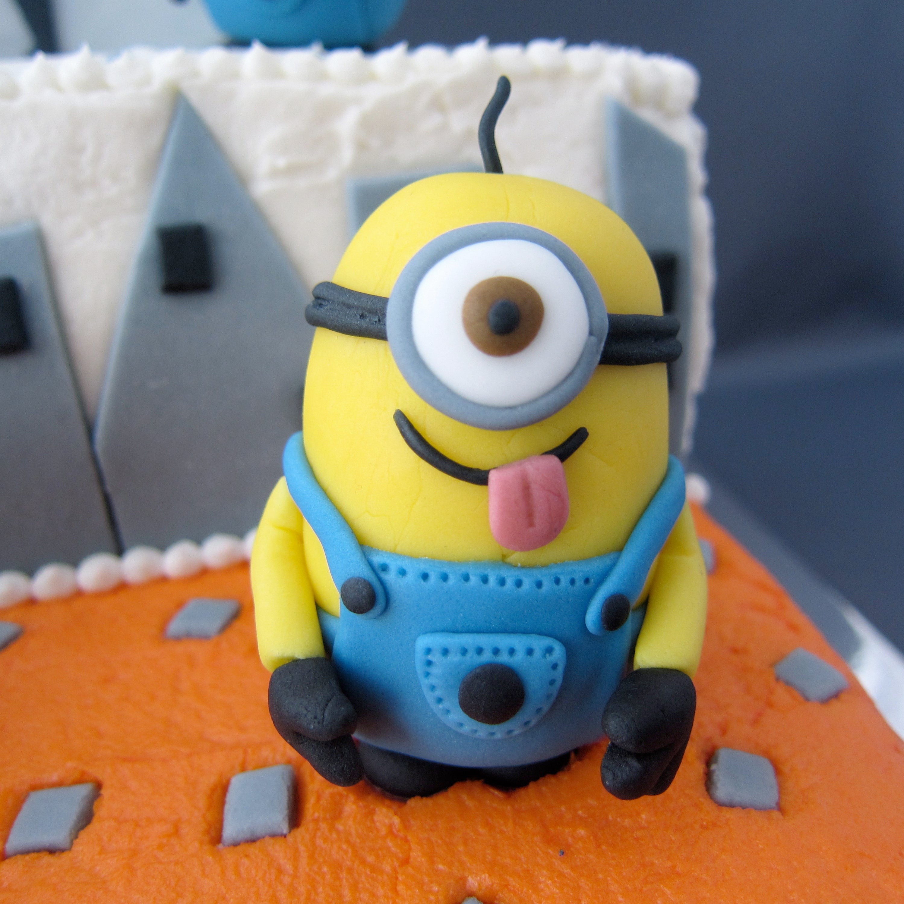 Awesome Despicable Me Fondant Minions 4 Steps With Pictures Funny Birthday Cards Online Elaedamsfinfo