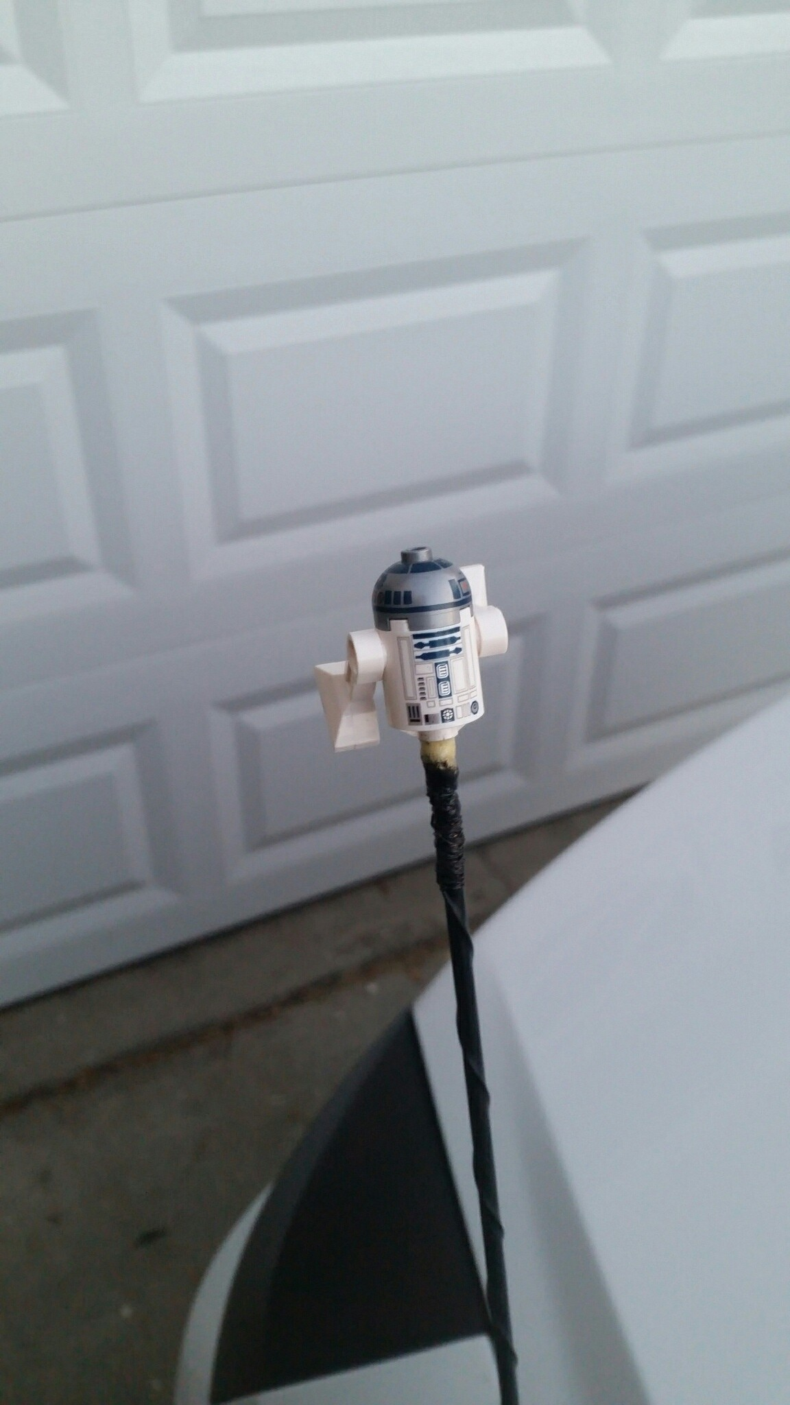 Picture of R2-D2 Car Antenna