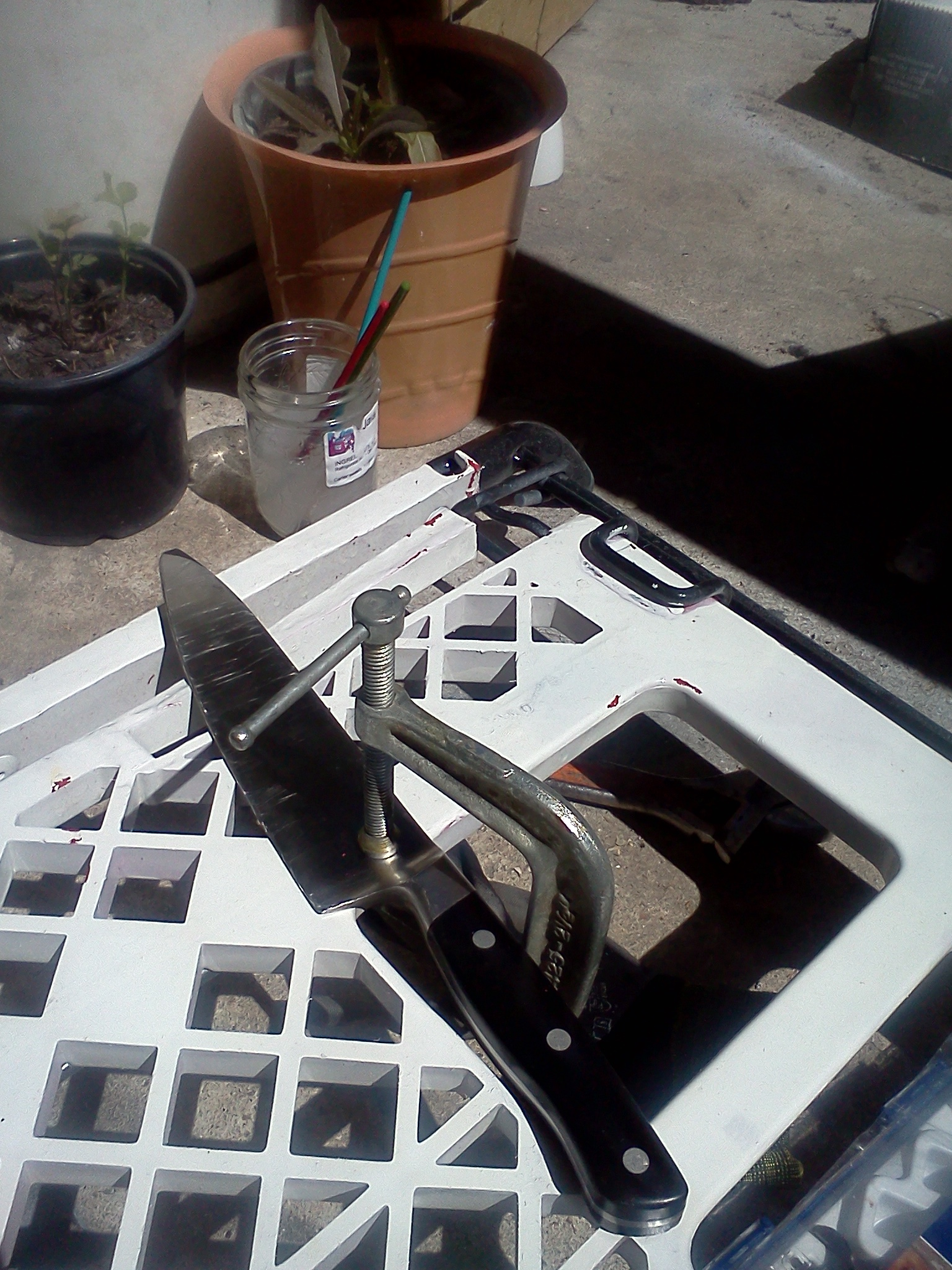 Picture of Clamp the Knife to a Work Surface