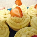 Easy Peachy-cakes with orange-cinnamon frosting