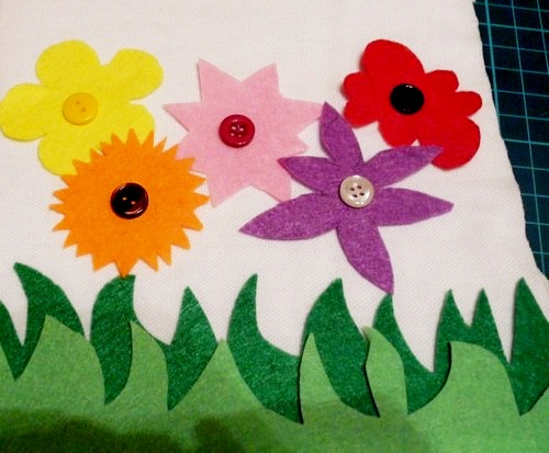Picture of PAGE 2 & 3: COLORS – Balloons & Flowers