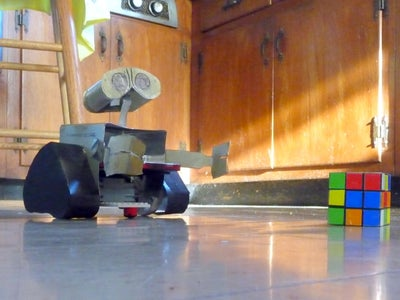 Charge Your Cellphone Using Wasted Heat (and Build a Steampunk Wall-E)