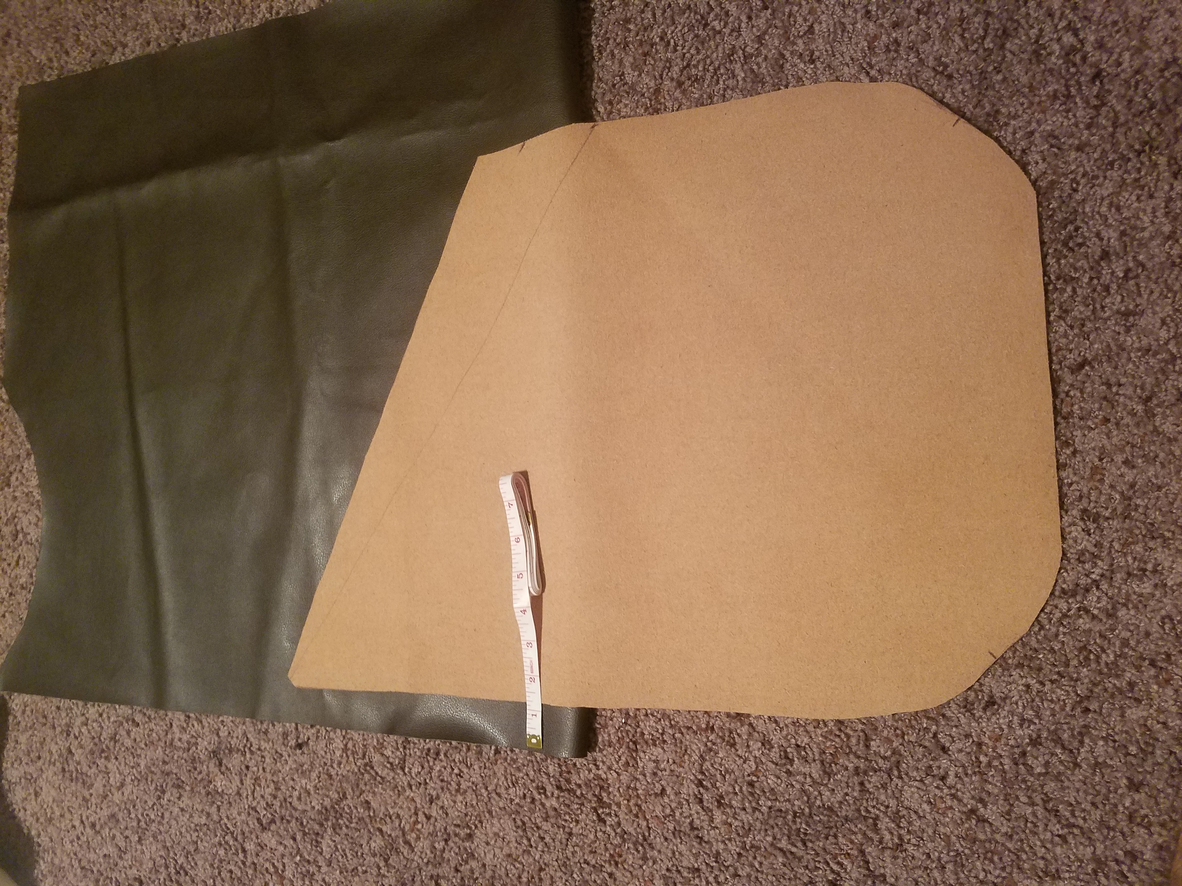 Picture of Cutting the Outward Face Closing Flap ( Reference Layer/Vinyl Layer )