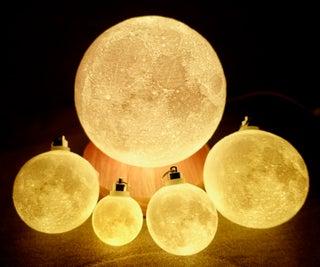Progressive Detail Moon Lamp