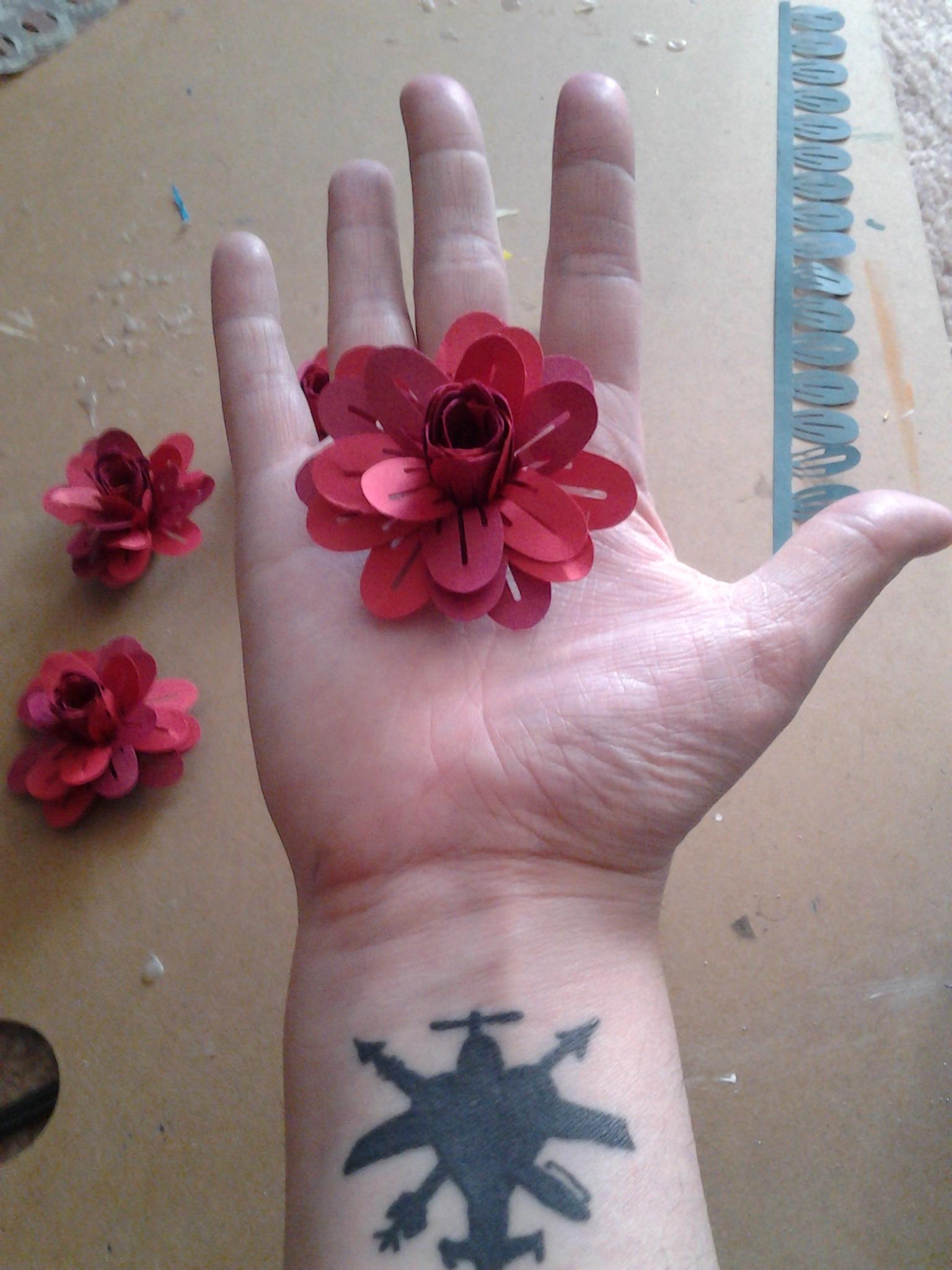 3 Dimensional Paper Flowers In 5 Easy Steps 5 Steps