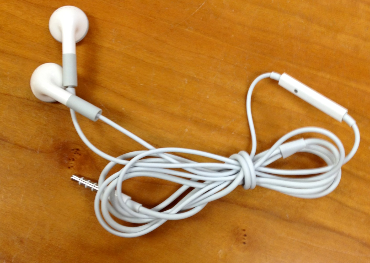 Picture of Wrap Earbuds to Avoid Tangling