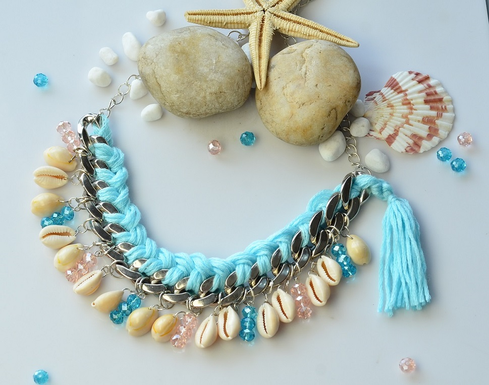 Picture of Tutorial of a Chains Necklace With Shell and Wool
