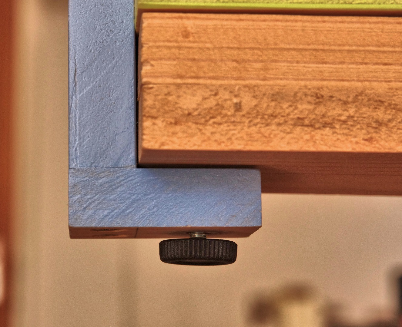 Picture of Construction: Bracket/mounting on Left Hand Side