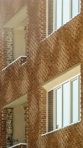 AN ON-SITE TECHNIQUE FOR PARAMETRIC BRICK WALLS WITH ROTATING BRICKS//ßtudiomm16