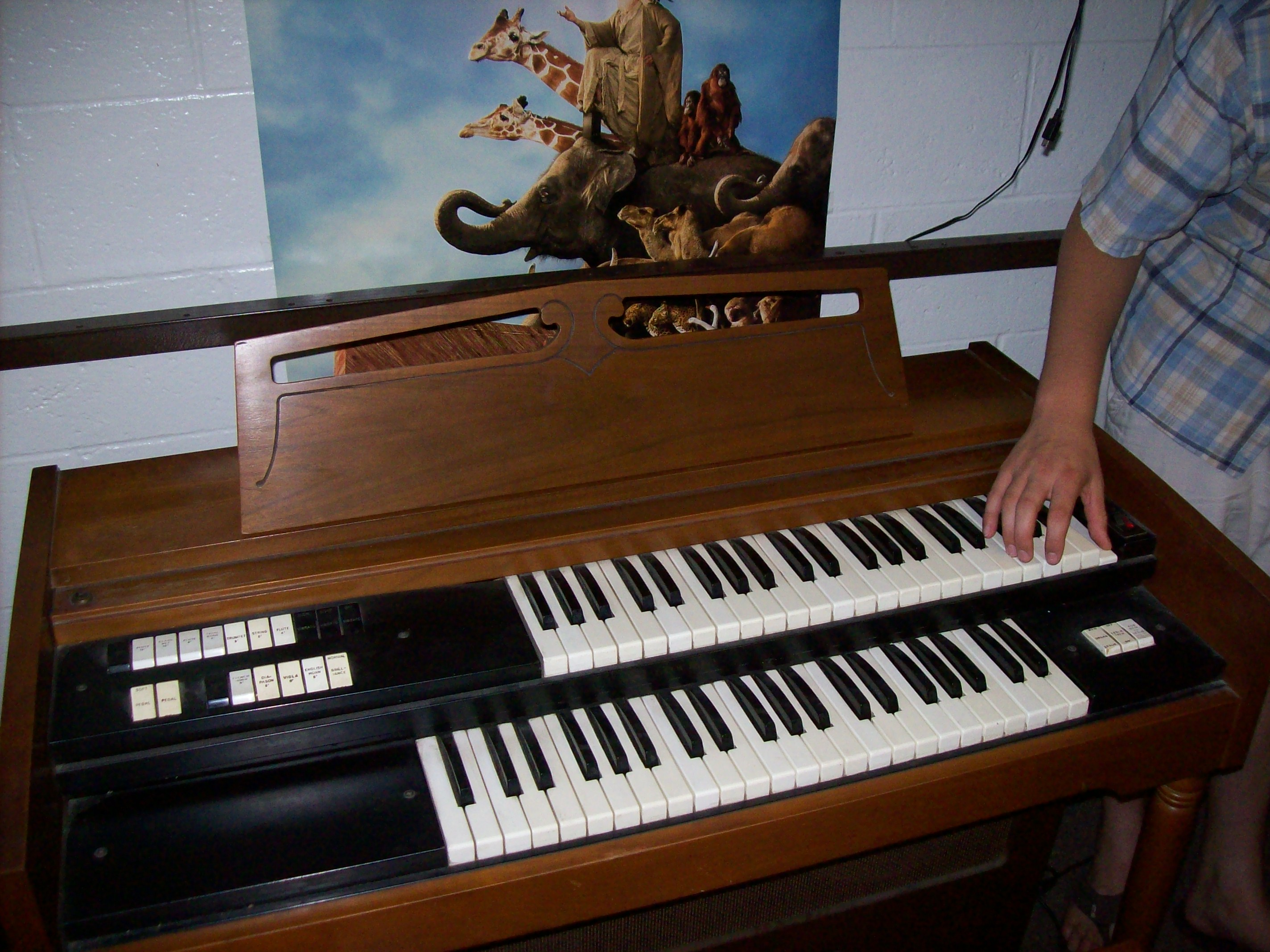 Repairing an Electronic Organ: 8 Steps (with Pictures)