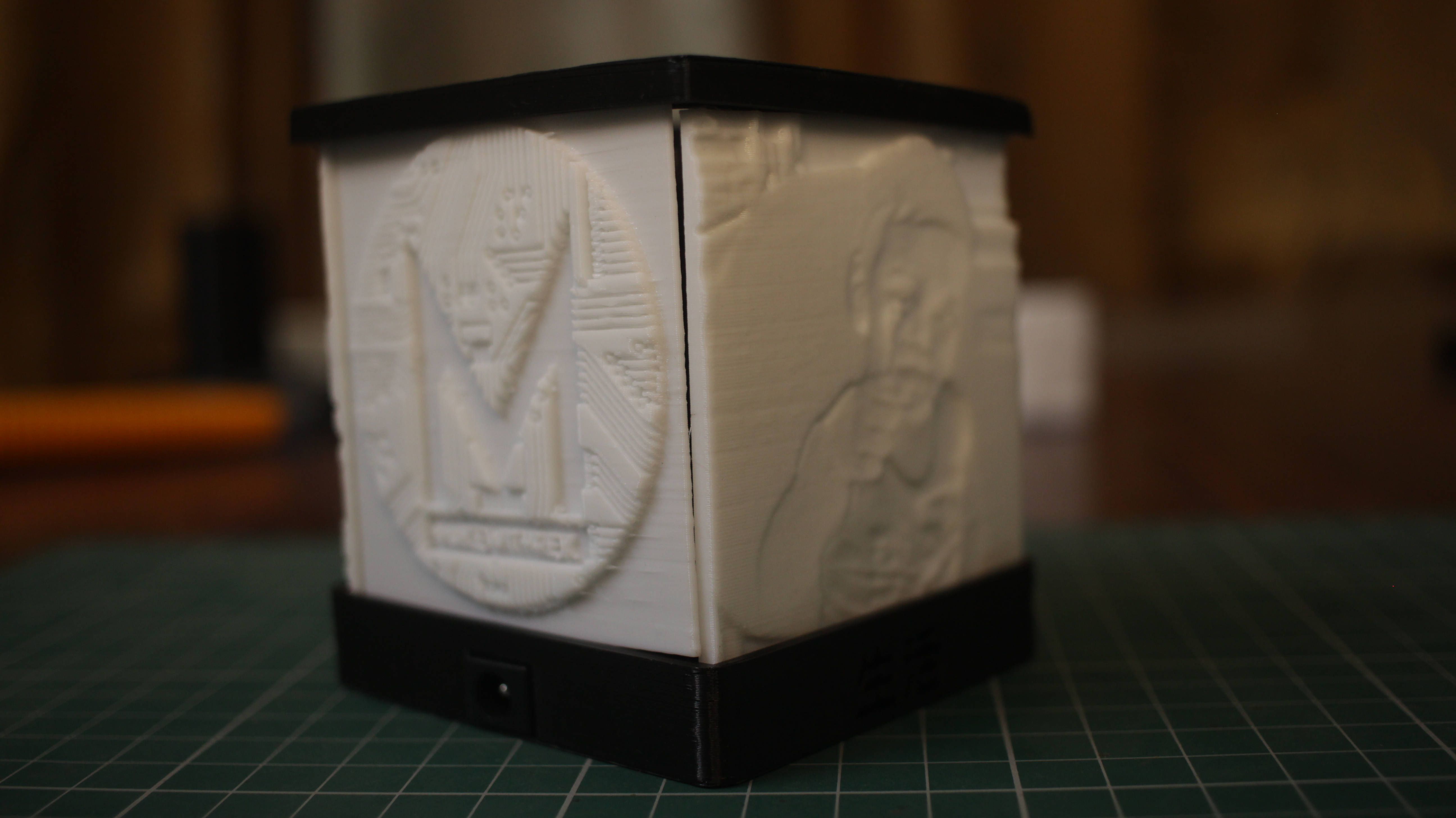 Picture of Lithophane Lamp : 3D PRINTING YOUR PHOTOS!