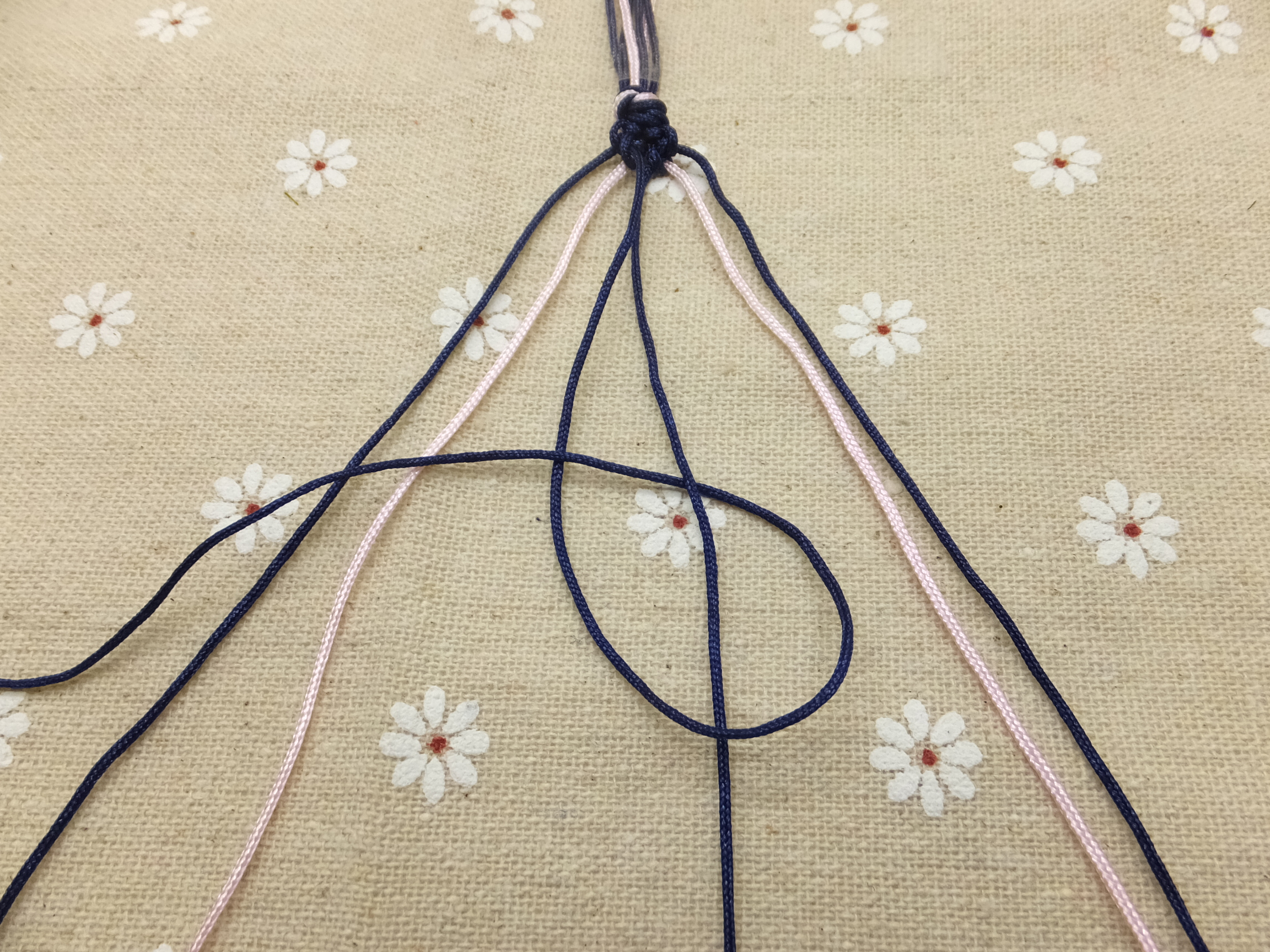Picture of Continue Knotting Towards the Right Until the Outermost Cord Reaches the Middle.