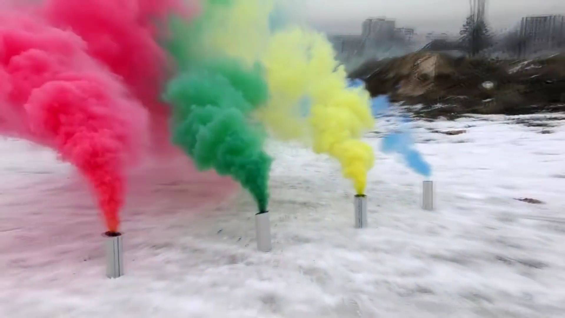 Make Different Colored Smoke Bombs: 5 Steps