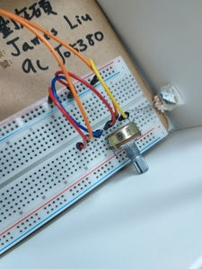 Install the Light Detector (light Resistor) and Energy Changer (可變電阻) on the Arduino Breadboard