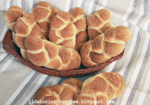 Picture of Garlic and Thyme Plaited Bread