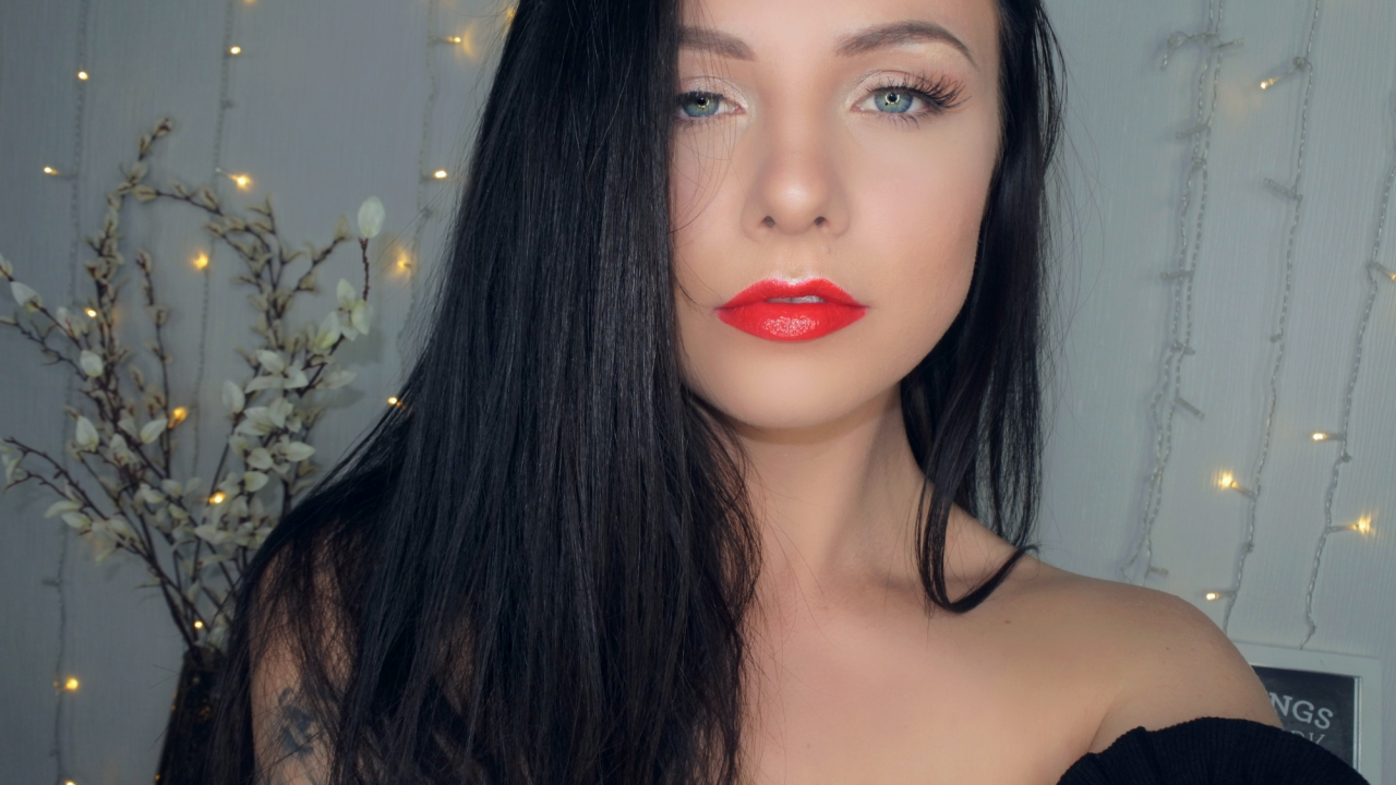 Picture of Weekend Red Lip Glam
