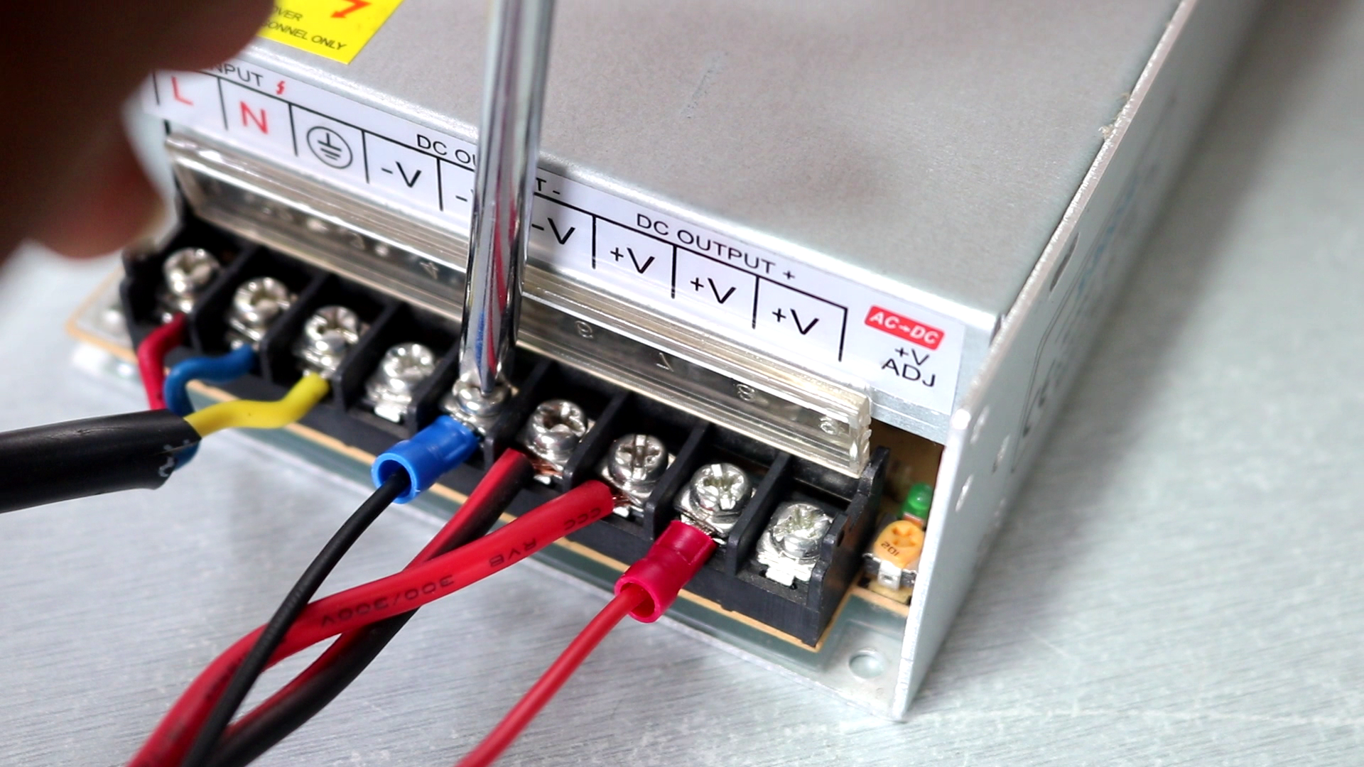 Picture of Wire Up the MOSFET