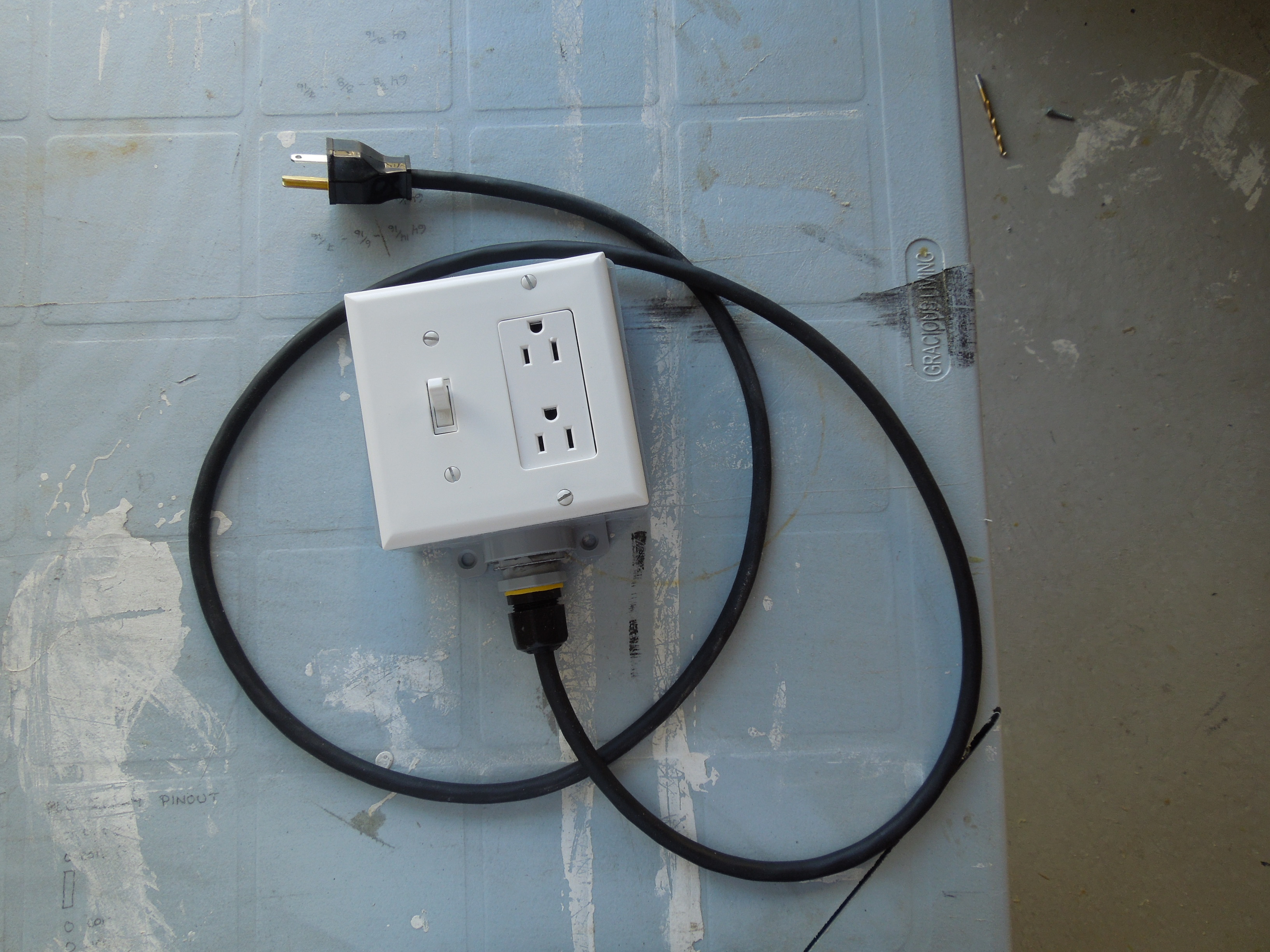 Rewiring An Extension Cord Which Colors Best Secret Wiring Diagram A Light Fixture To Diy With Built In Switch Safe Quick And Simple 5 Rh Instructables Com End