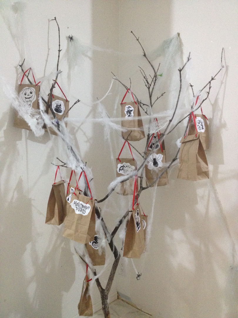 Picture of Gift Station - Spooky Tree
