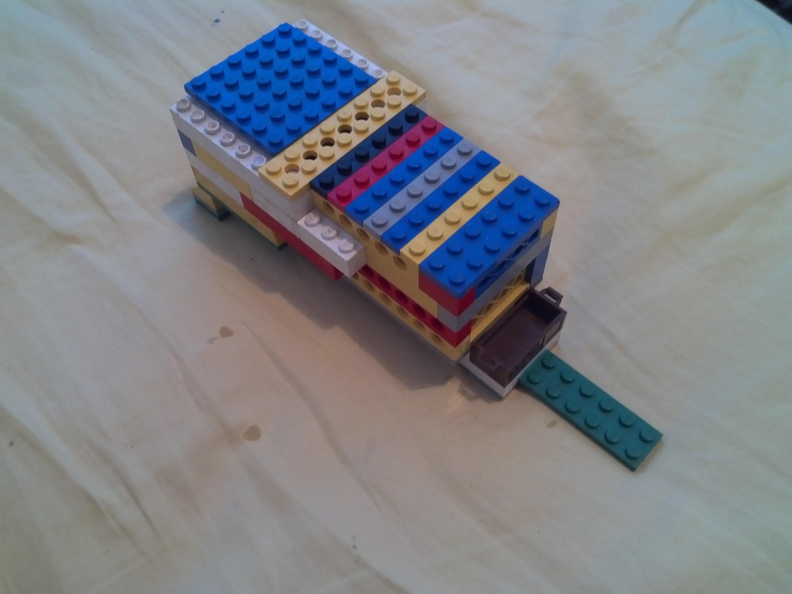 Picture of Lego Bird Feeder