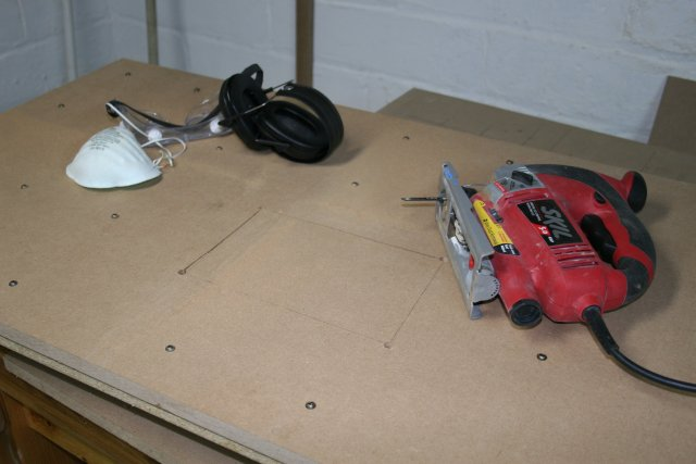 Picture of Inserting the Leveling Screws
