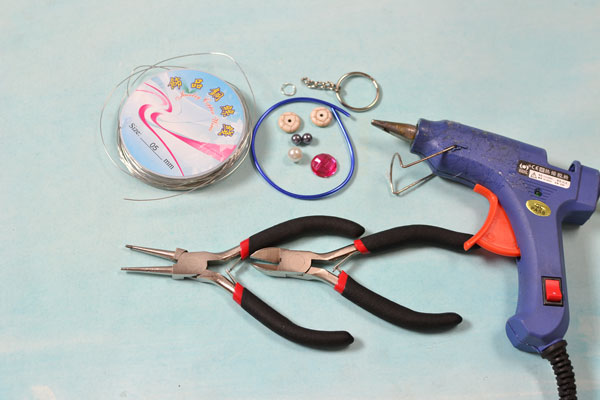 Picture of Supplies in Making the Blue Wire Wrapped Cat Pendant Keychain: