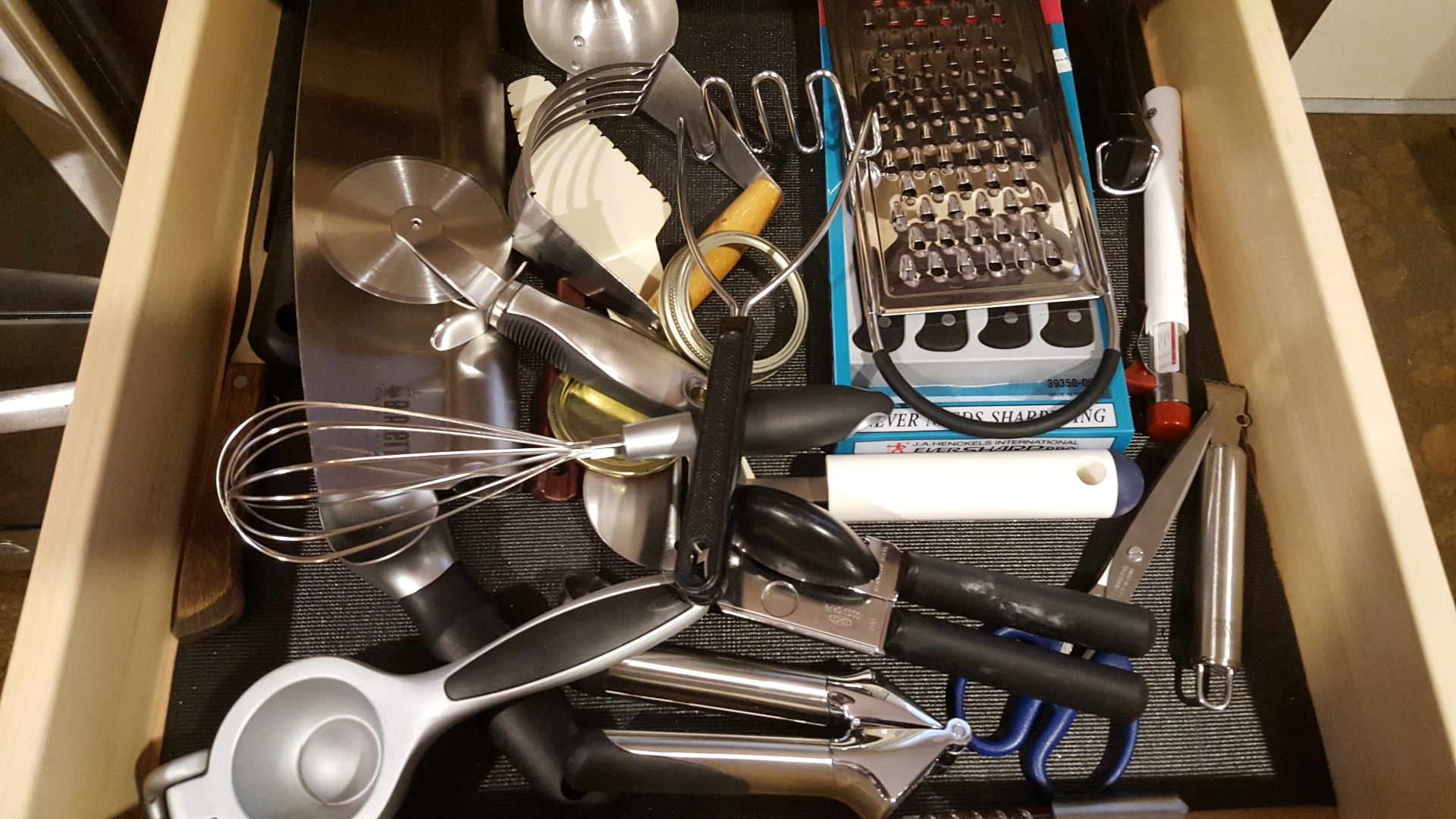 Picture of Make Space With a Magnetic Knife Holder