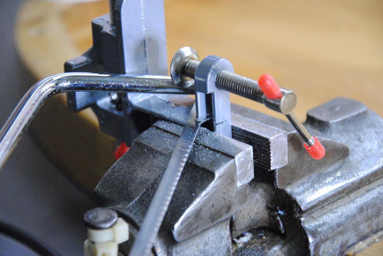 Picture of Saw the Vise (Saw Off the Screw Part)
