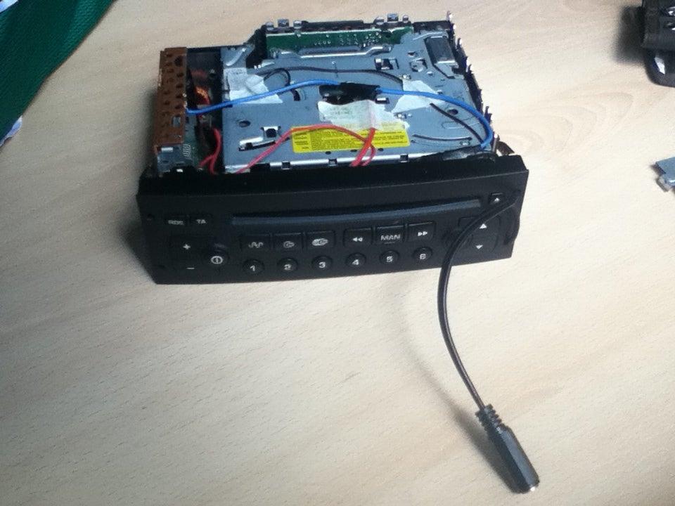 Aux In Jack For Vdo Rd3 00 Car Radio Peugeot Citroen 5 Steps Instructables