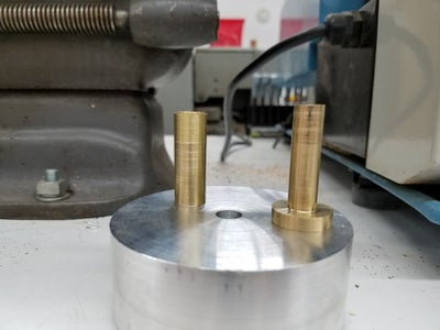 Turning the Axle, Axle Sleeve and Handle