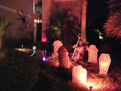 Here Are Some Pictures of the 2009 Halloween Display