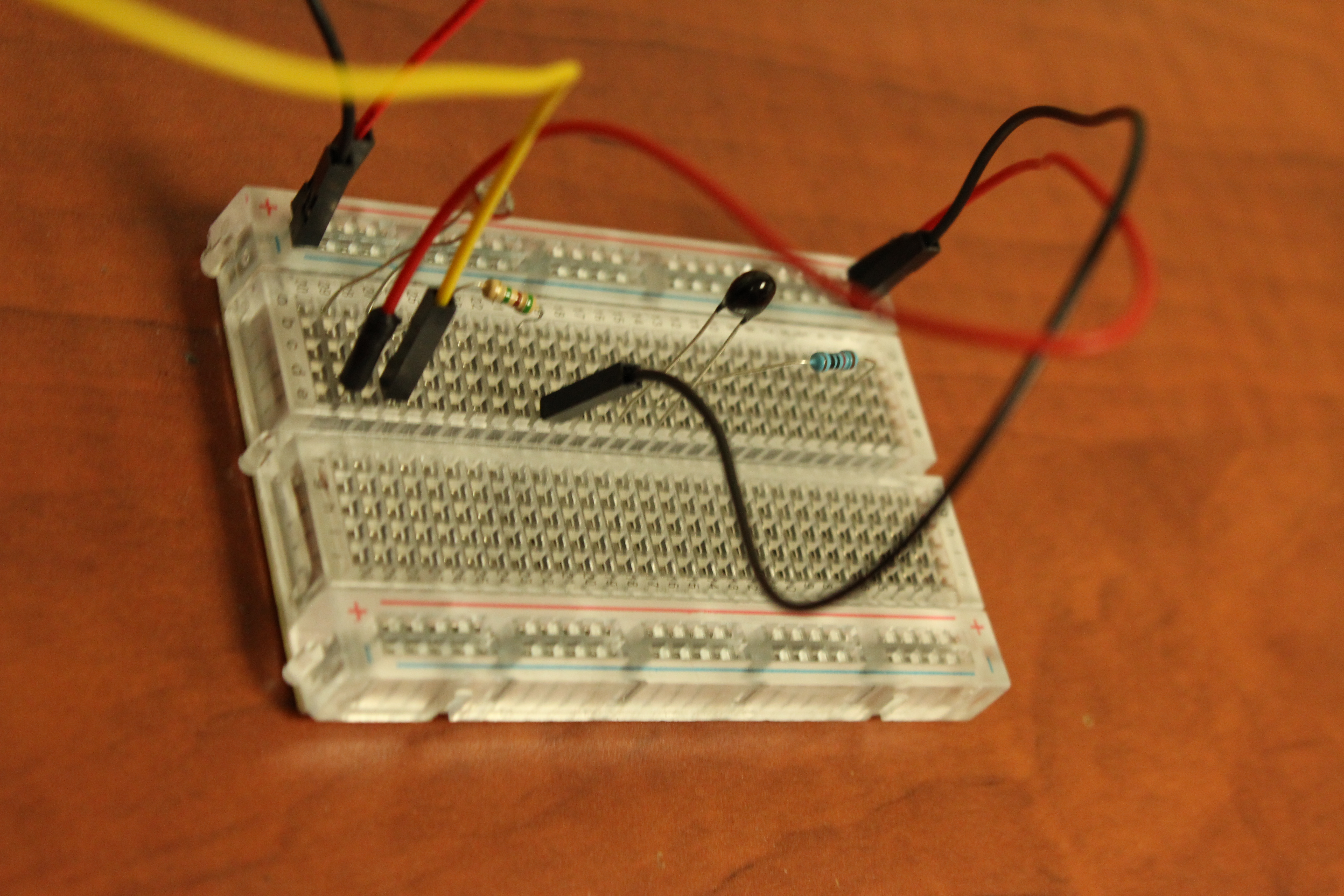 Picture of Connecting the Thermistor Sensor to the Breadboard