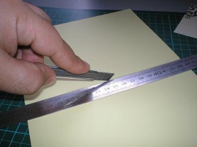 Cut the New Card and Fold It / Recorta La Cartulina Y Doblala