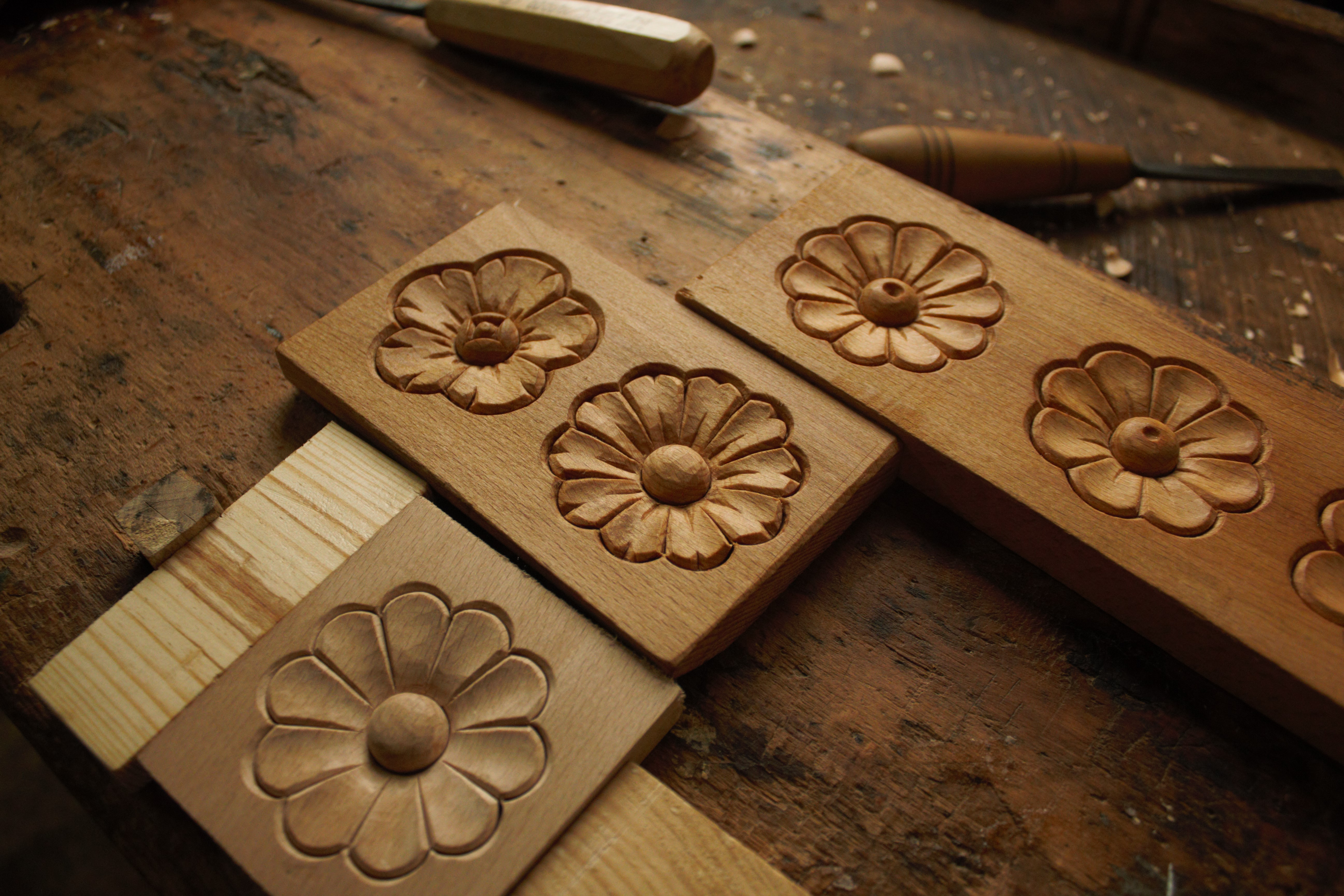 Picture of Simple Wood Carving - Flower (rosette)