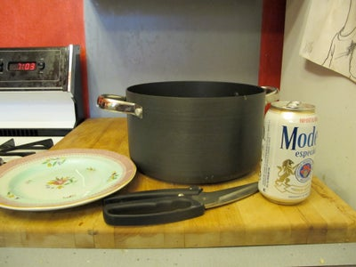 How to Make a Steamer Pot Using Household Objects.