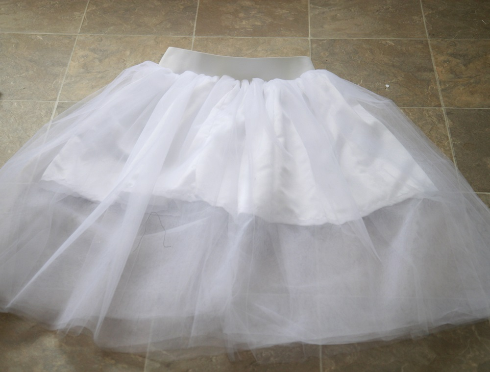Picture of Sew Elastic to Skirt