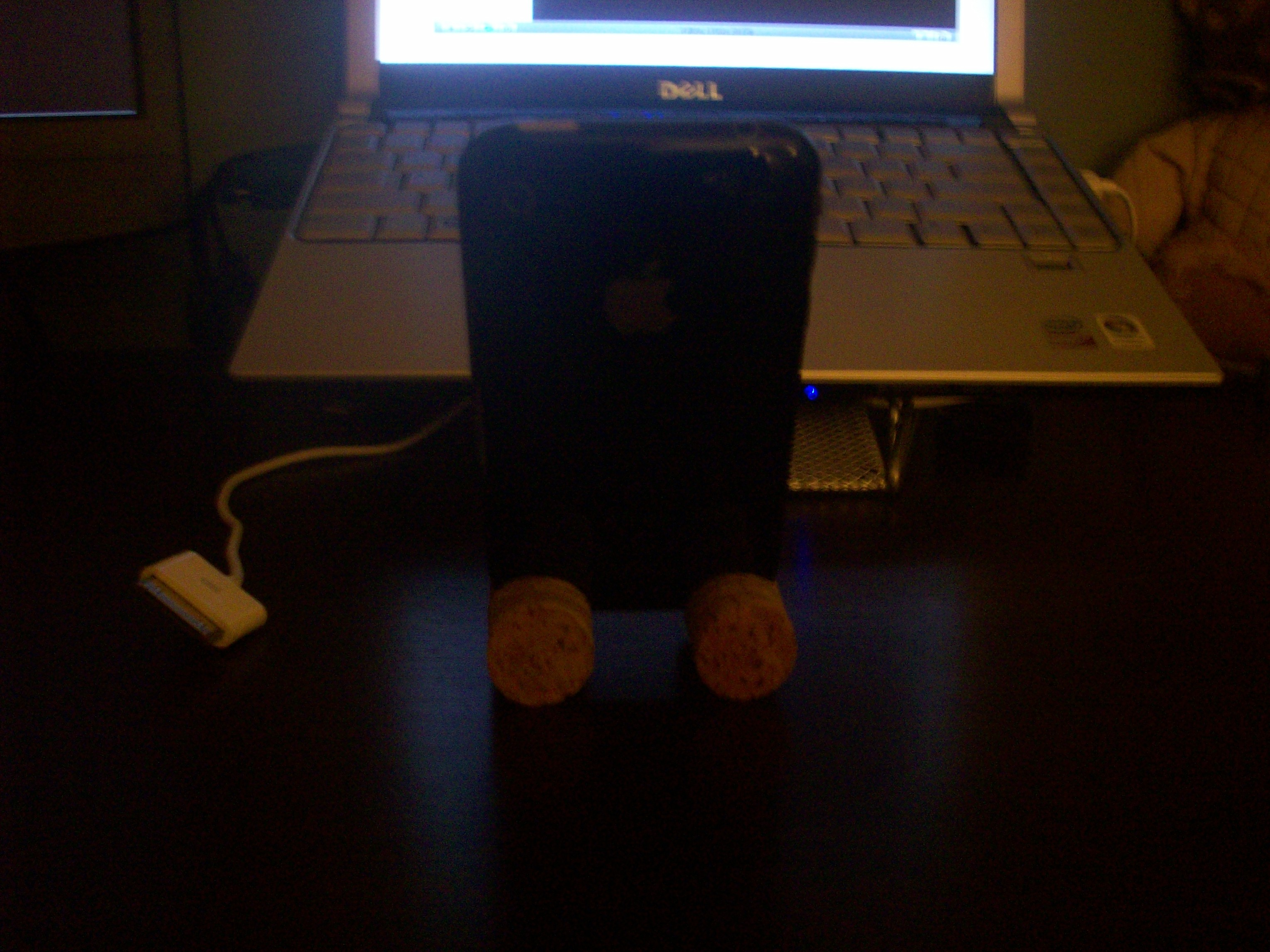 Picture of IPhone 3G Wine Cork Stand