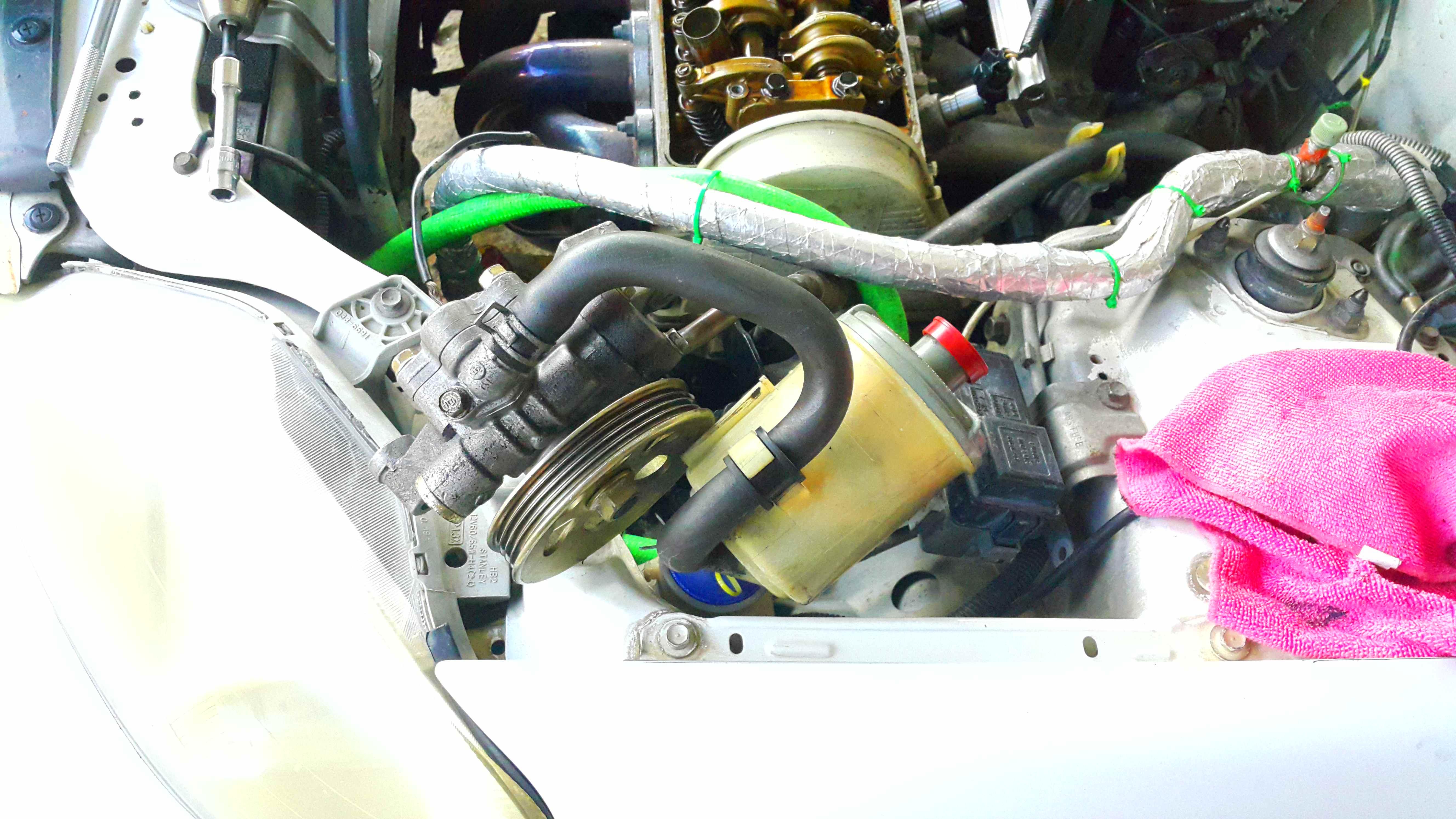 Picture of Replacing a Camshaft Seal (Honda Civic 1999, D15B).
