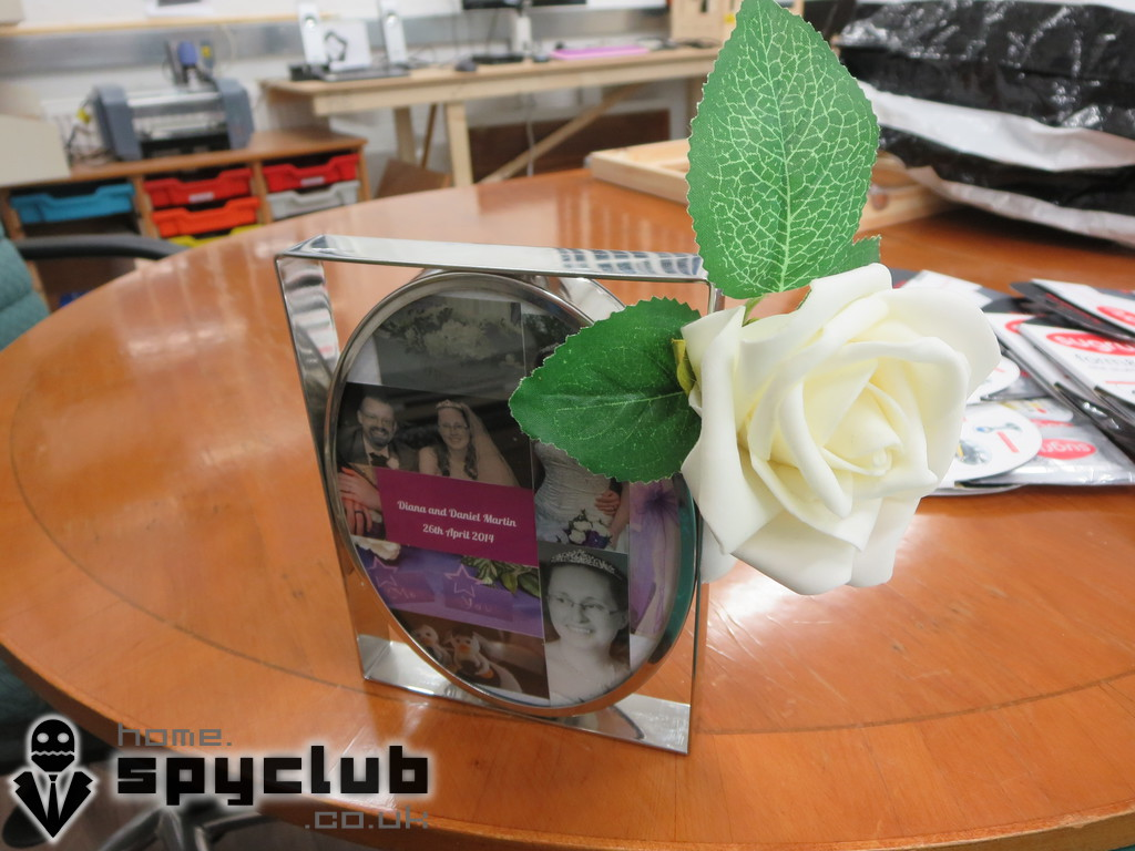 Picture of Sugru Buttonhole Flower