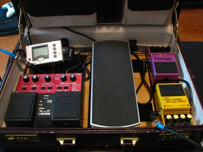DIY Guitar Pedal Board (Effects Pedal Briefcase)