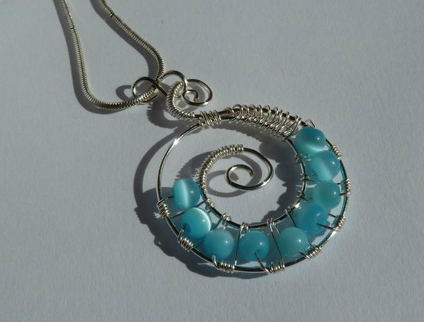 Picture of Swirled Wire Beaded Pendant