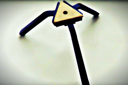 How to Make a Mini Tripod With the Safety Razor