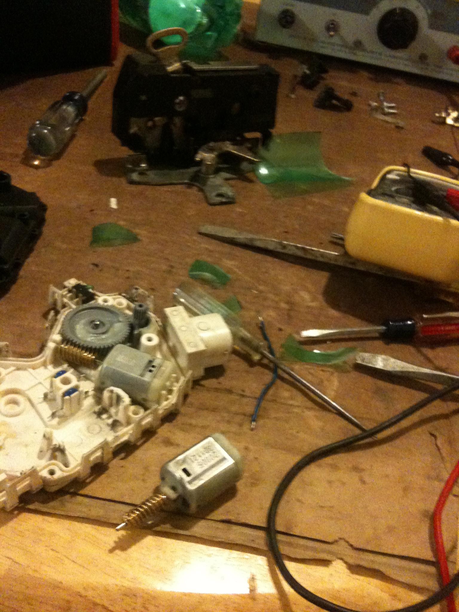 repair mini cooper electric door lock actuator locking mechanism rh instructables com
