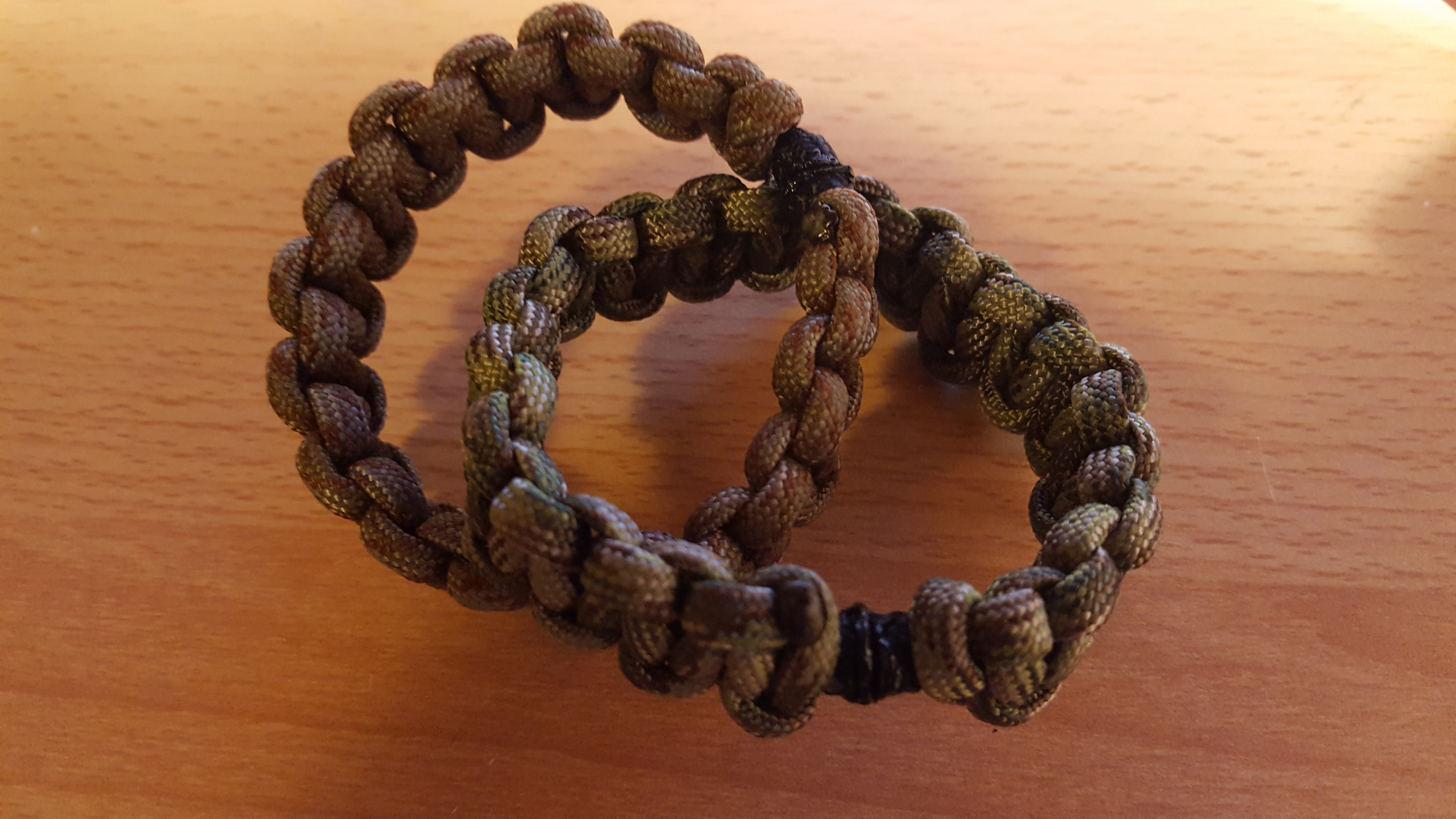 Picture of DIY Paracord Bracelet With a Magnetic Buckle