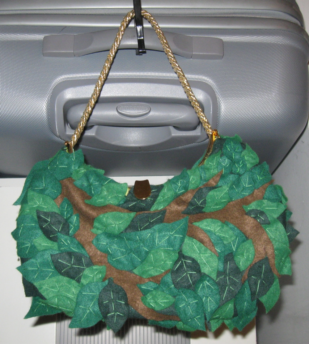 Picture of Bunch of Leaves - Felt Bag