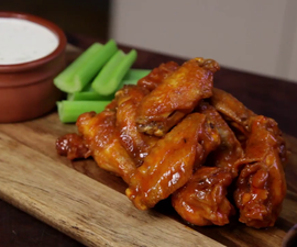 How to Cook Buffalo Wings With Blue Cheese Dip