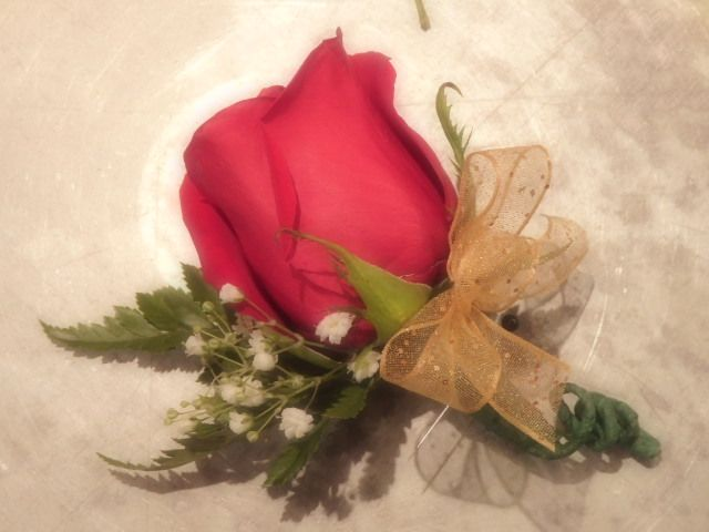 Picture of How to Make a Rose Boutonniere