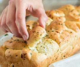 Garlic and Herb Pull-Apart Bread