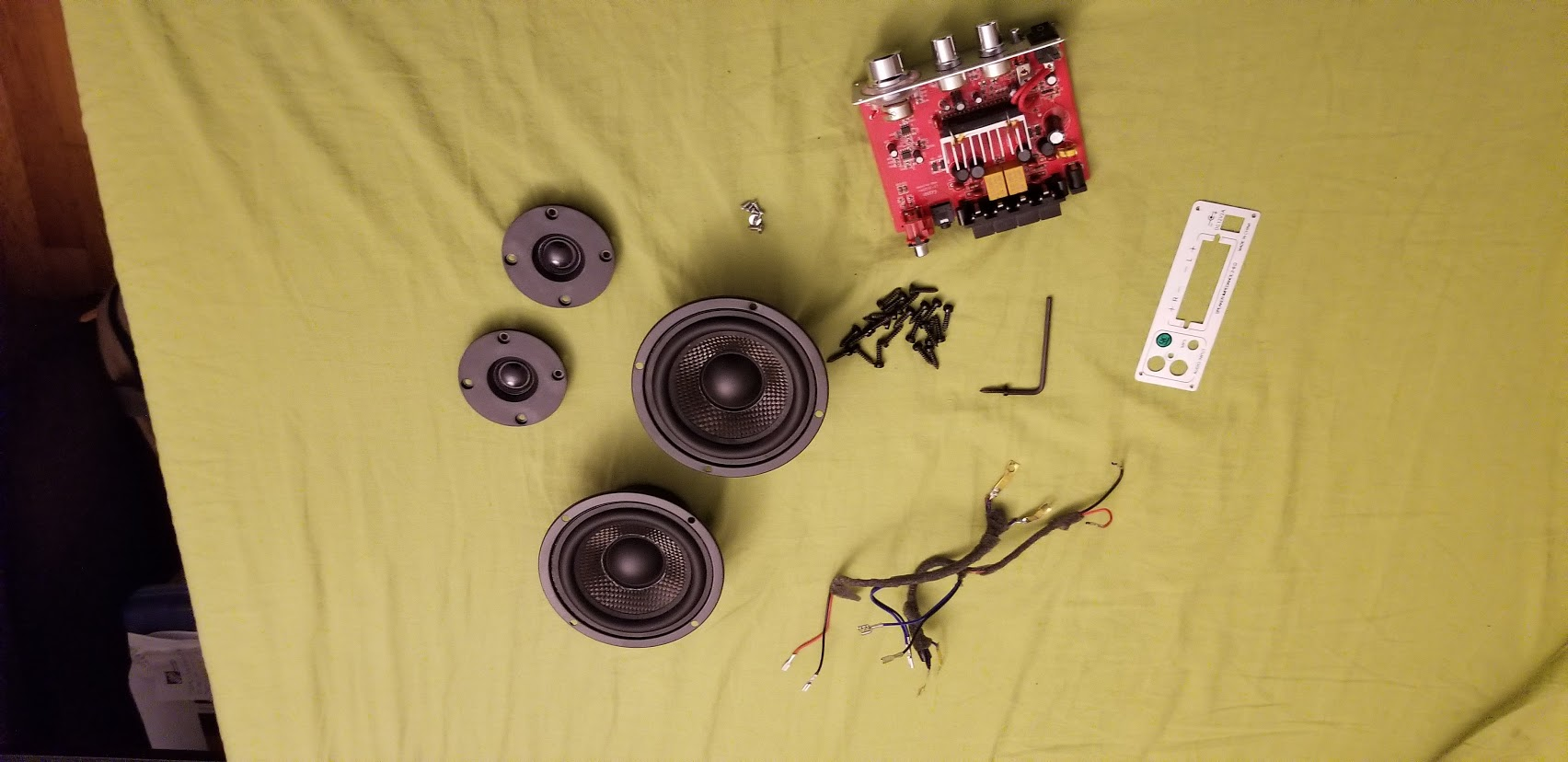Picture of Get the Amp and Speakers Together