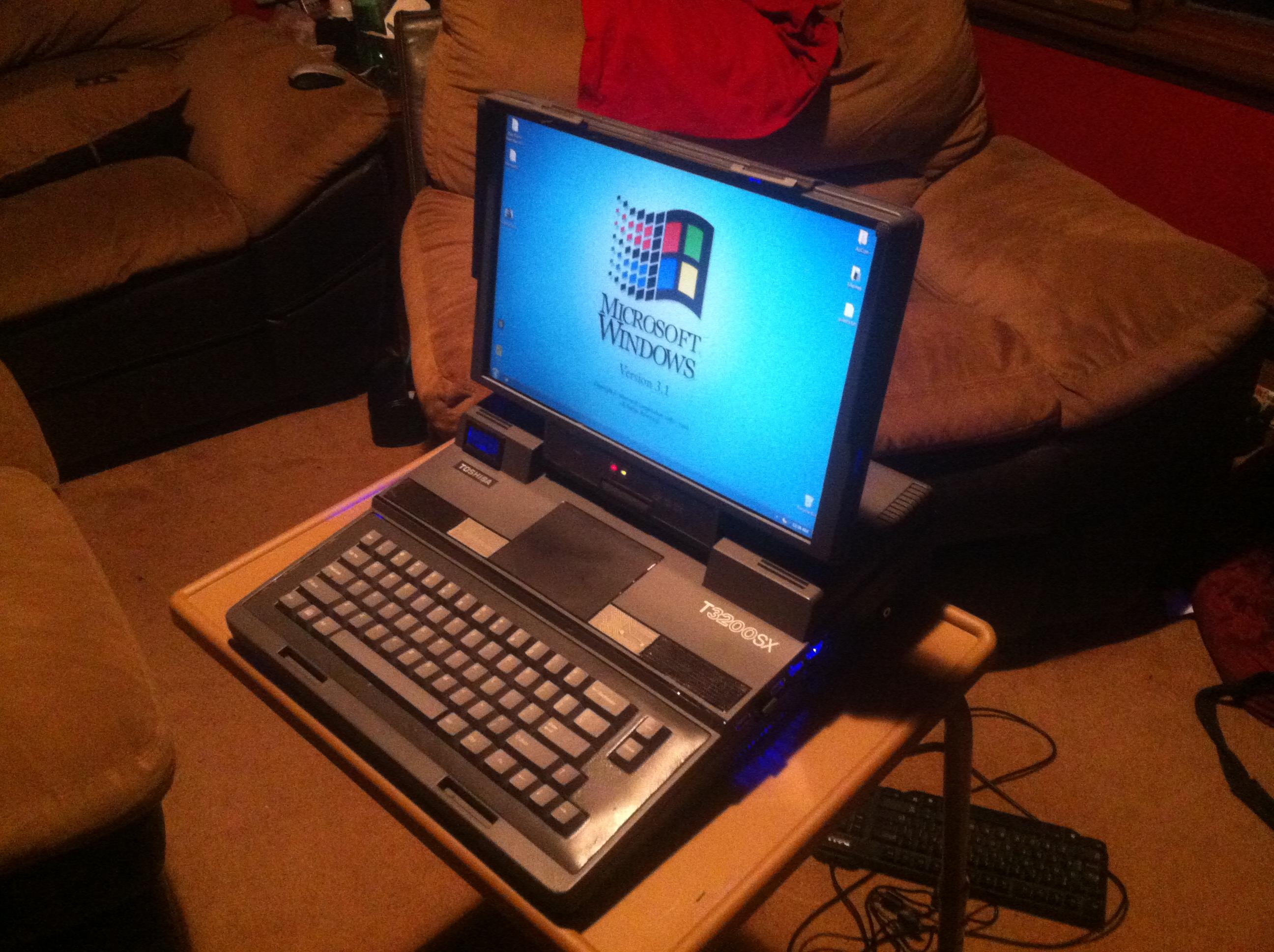 Picture of Toshiba T3200SX Portable Desktop Computer
